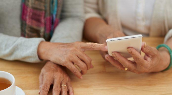 Senior smartphones anddownloading